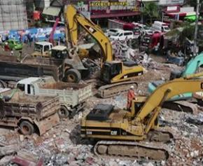 Au moins 28 morts et 2 survivants après l'effondrement d'un...