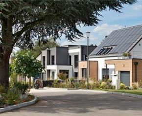 Quelle est la surface moyenne des maisons neuves et des terrains ?