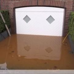 La seule porte de garage qui résiste aux inondations lors des...