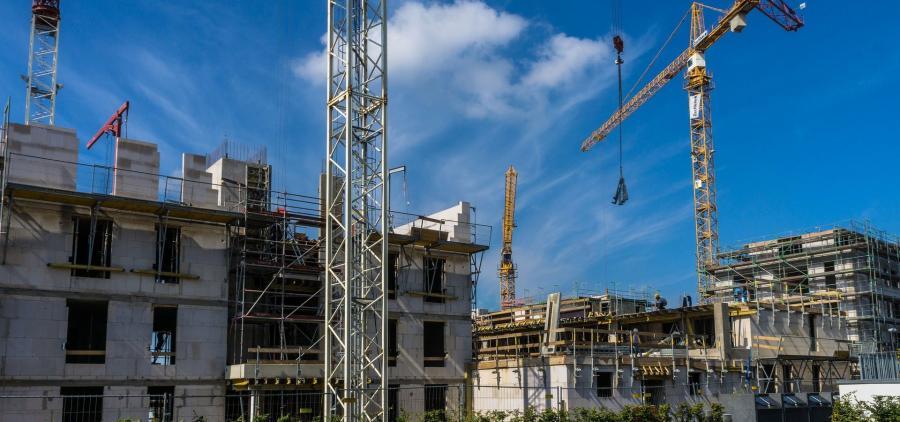 La construction de logements garde sa tendance au repli, malgré une amélioration au second trimestre