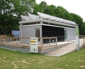 Un camp éphémère de maisons écolos-solaires pour le Solar Decathlon