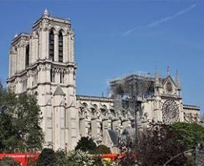 Bientôt une cathédrale éphémère devant Notre-Dame ?
