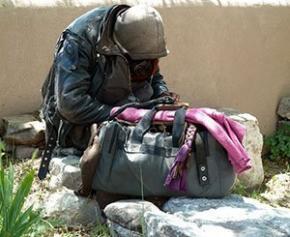 """Des associations réclament des mesures """"concrètes et pérennes"""" pour les sans-abri"""