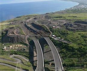La nouvelle route du littoral à La Réunion, censée remplacer un axe vital, est à l'arrêt
