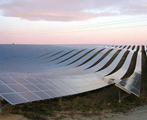 Inauguration d'une centrale photovoltaïque avec stockage en Corse