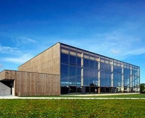 Wicona équipe la salle omnisports de Langueux de nouvelles fenêtres...