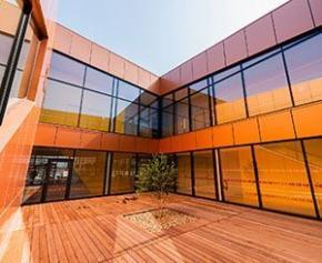 Wicona habille le Centre de ressources et de loisirs Coluche