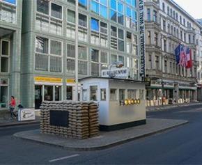 Un musée et des logements sociaux pour le site de Checkpoint Charlie à Berlin