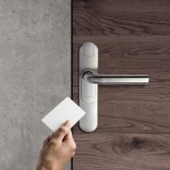 Plaque-béquille électronique avec contrôle des accès pour portes extérieures