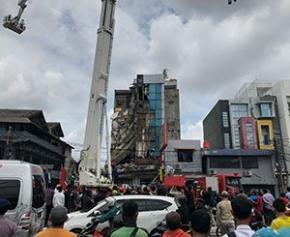 Un immeuble s'effondre à Jakarta, plusieurs blessés