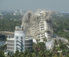 Destruction en Inde de deux complexes luxueux violant les lois environnementales