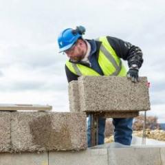 Blocs de béton de chanvre pour la réalisation de murs de façades, de doublages et de cloisons