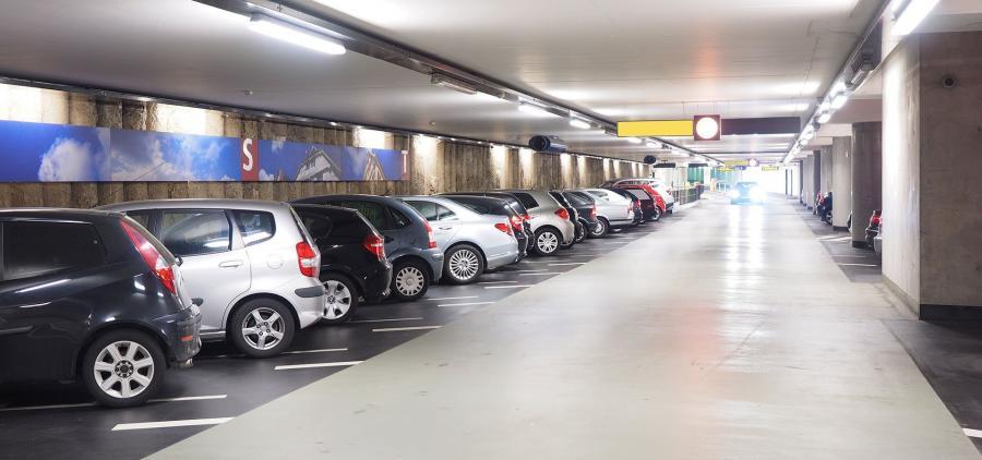 Les villes cherchent des solutions pour garer leurs voitures
