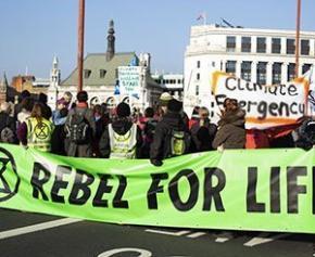 Action d'Extinction Rébellion à Paris pour dénoncer la pollution du BTP