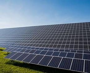 Les Armées désignent un lauréat pour une grande ferme solaire sur la base...