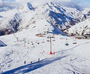 Le gouvernement réunit les acteurs des stations de montagne concernés par...