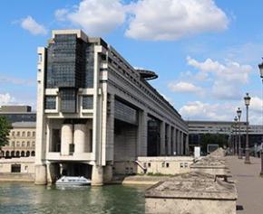 Un mois de confinement grèverait le PIB de la France de 2,6 points sur un an...