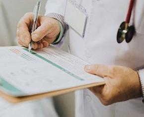 Covid-19 : les médecins du travail pourront prescrire des arrêts de travail