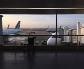 Covid-19 : moins de 2% du trafic aérien habituel en avril à Paris