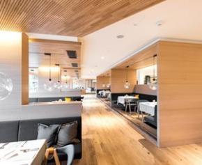 Des panneaux acoustiques en bois véritable pour un hôtel Spa