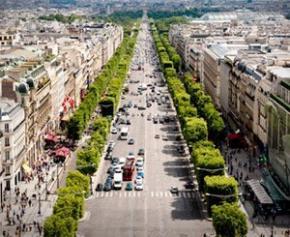 Plus de verdure, de piétons et de commerces de proximité pour les Champs-Élysées