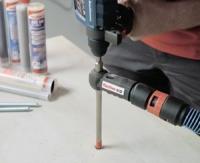 fischer présente un foret creux aspirant et un aspirateur universel eau et poussière