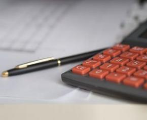 Le gouverneur de la BdF préconise la stabilité fiscale pour accélérer la reprise...