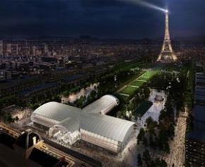 """Un """"Grand Palais éphémère"""" en montage sur le Champ-de-Mars, à Paris"""