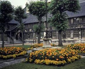 Réouverture à Rouen de l'Aître Saint-Maclou, édifice médiéval rare