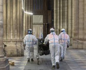 Georgelin promeut les métiers d'art sur les palissades de Notre-Dame