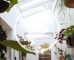 Visite : rénovation d'une maison avec un effet verrière
