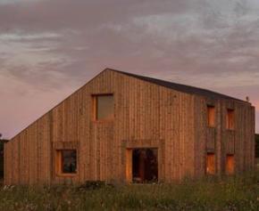 Un éco-hôtel en bois Kebony dans un écrin de nature, sur la côte portugaise