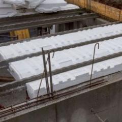 Plancher isolant haut de sous-sol à la finition irréprochable