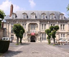 """Le coût du """"chantier présidentiel"""" du château de Villers-Cotterêts..."""