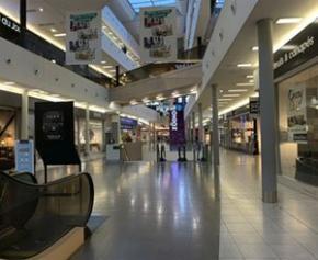 Le commerce veut un calendrier de réouverture des centres commerciaux et...