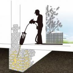 Regeneration of masonry by injection of expansive resin