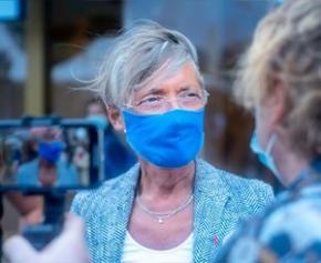 """Elisabeth Borne, positive au Covid, hospitalisée, son état de santé """"en voie..."""