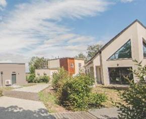 Quels sont en moyenne les prix et les surfaces des maisons neuves ?
