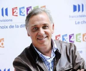 "Stéphane Thebaut who presented ""La maison France 5"" moves to C8"