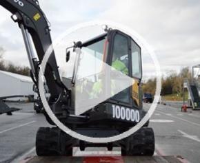 Volvo CE livre sa 100.000ème machine, une Pelle compacte Belley