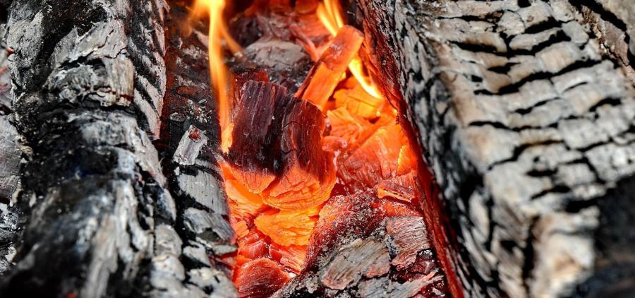Le gouvernement propose un plan d'action pour réduire la pollution du chauffage au bois domestique