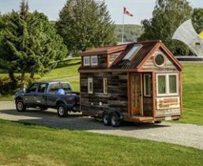 """Économiques et confortables, des """"Tiny Houses"""" offrent une halte à des mères isolées"""