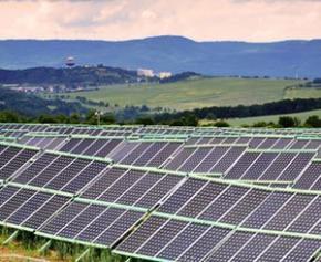 La 1ère usine au monde de panneaux photovoltaïques en pérovskites ouverte en...