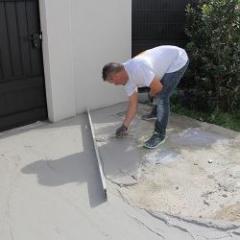 Slope-shaped fiber-reinforced mortar