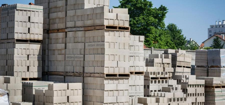 Shortage and surge of materials: the State hears the warnings of the construction industry and announces new measures