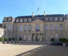 Trade unions and employers received at the Elysee Palace for an update on the health situation ...