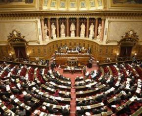 Décentralisation: le Sénat confie aux régions une compétence emploi