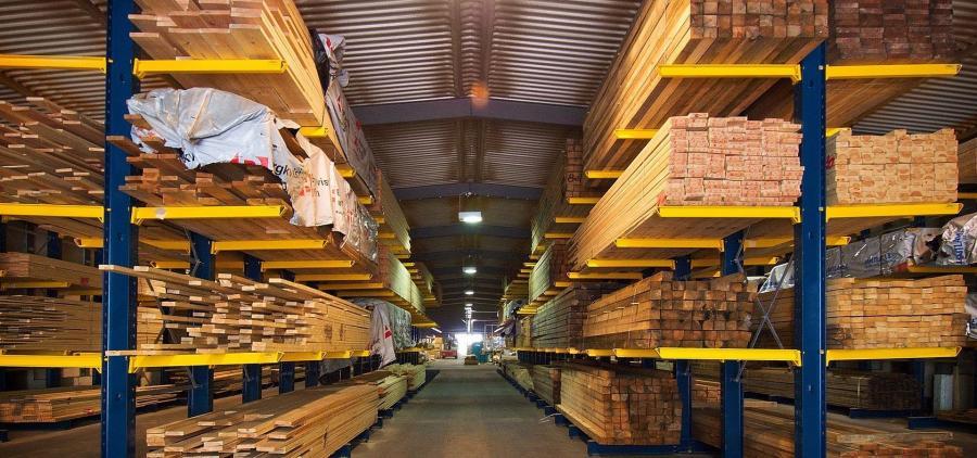 Jean Castex annonce 100 millions d'euros supplémentaires pour soutenir la filière bois