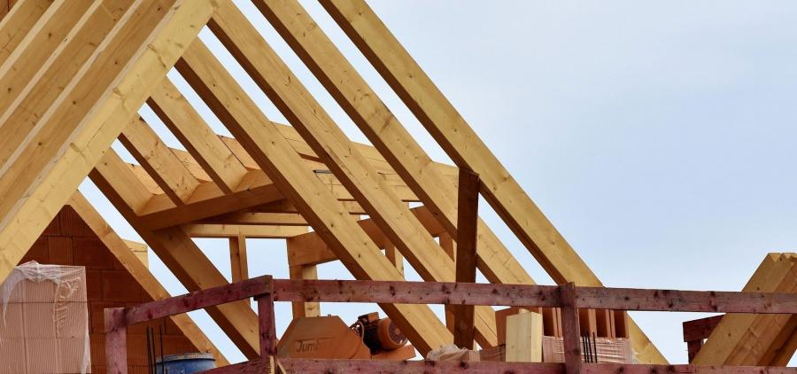 Building craftsmen increasingly worried about the shortage of building materials