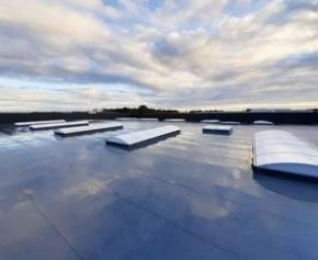 Bluevoûte et Bluesteel en toiture du nouvel atelier Fichou Autodistribution